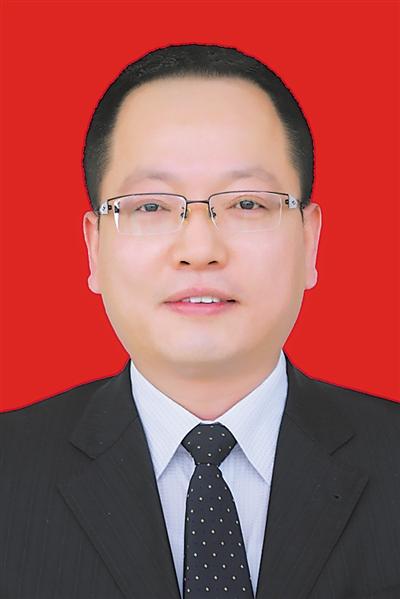 <p>    梁  庆</p>